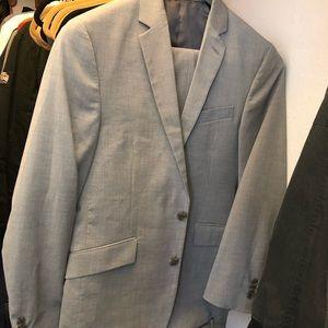 Kenneth Cole Mens light grey suit set 36/29